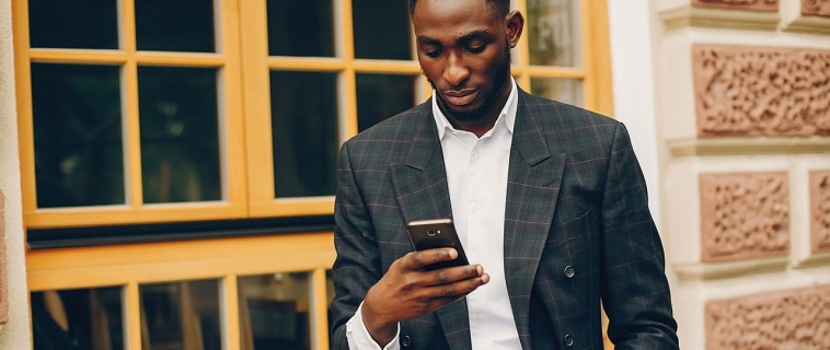 3 Reasons Why You Should Stop Texting Significant Discussions